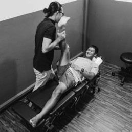 knee pain, weight training, chiropractor singapore