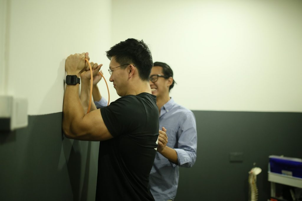 shoulder pain, rotator cuff tear, singapore exercise